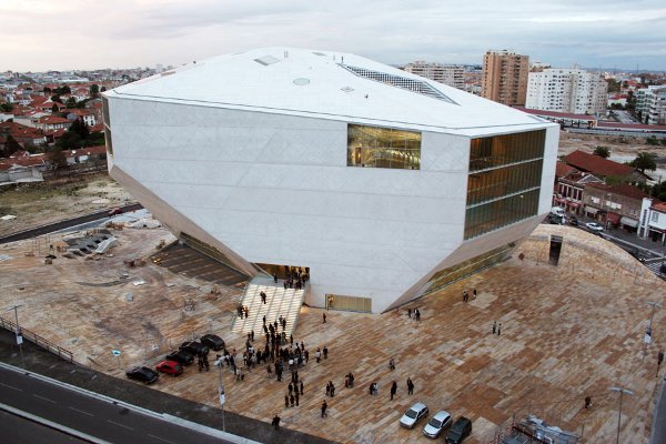 http://www.impactlab.net/wp-content/uploads/2010/07/casa_de_musica_in_porto_portugal_by_rem_koolhaas_photo_by_christian_richters.jpg