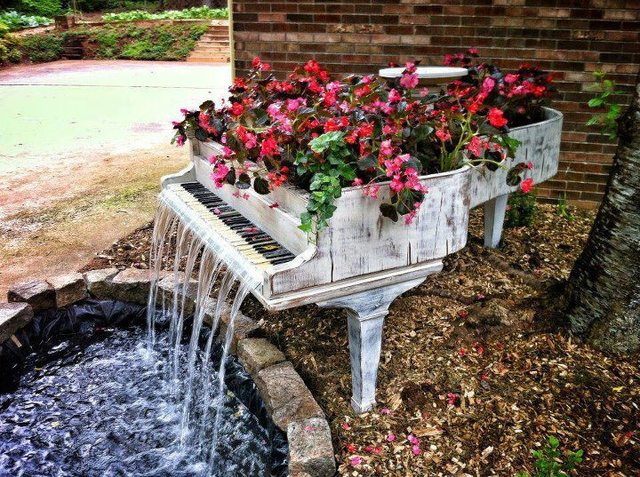 Piano fountain 453